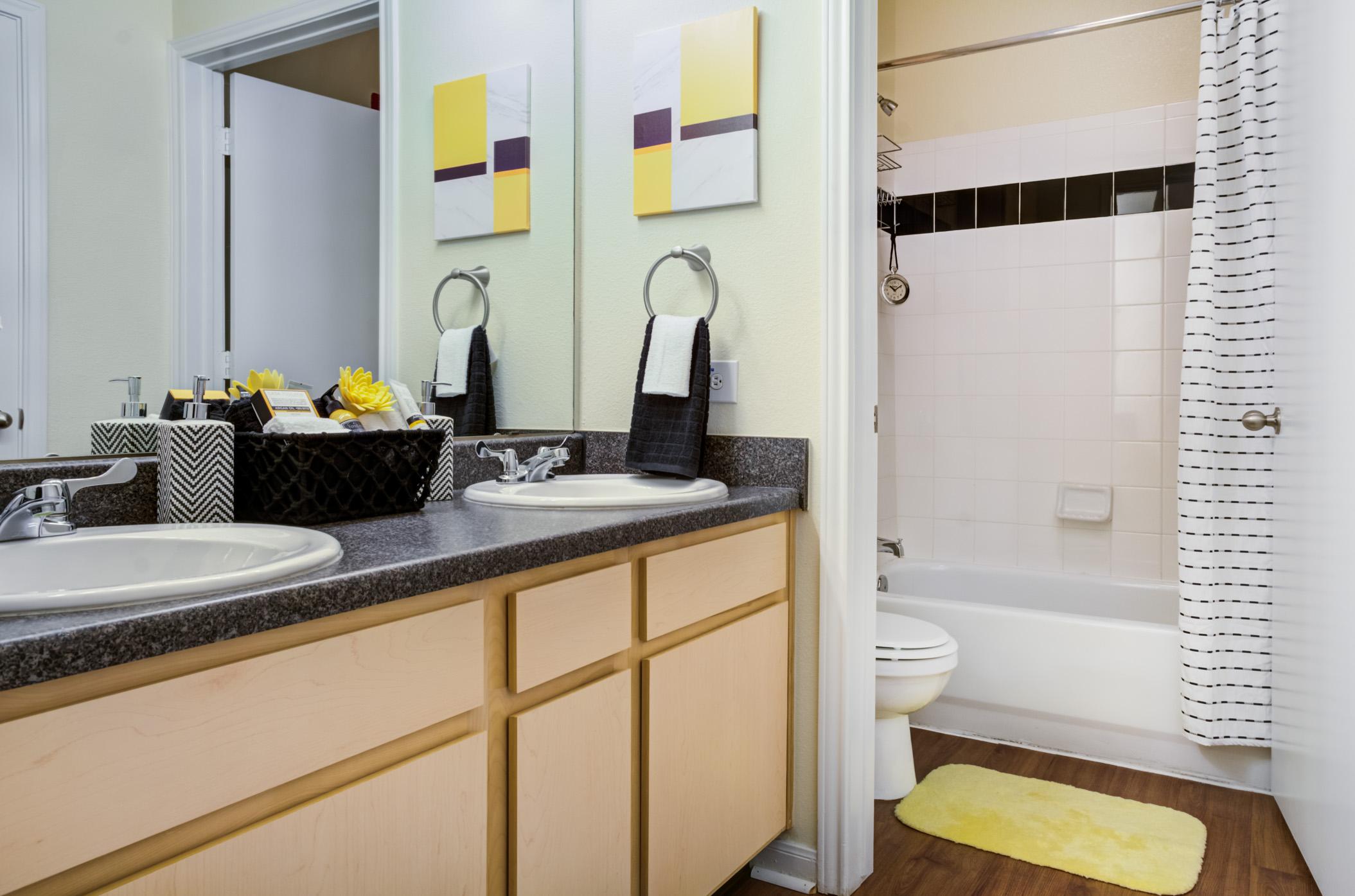 The Quarters Columbia | Bathroom